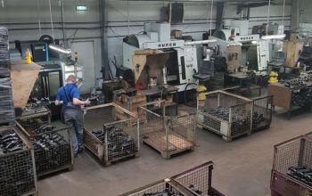 Hala produkcyjna, części, maszyny CNC