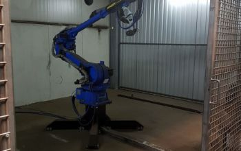 Robot malujący tylne belki zawieszenia